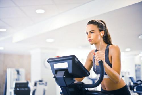 从跑步机漏电事件浅析家用健身器械选择的关键要义_家居_2020-6-1 10:20发布_中享网
