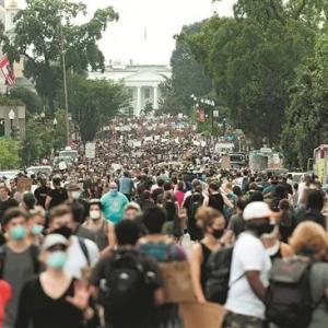 新冠死亡11万人加全美游行,美股反而大涨?美国经济凭什么好转 ...