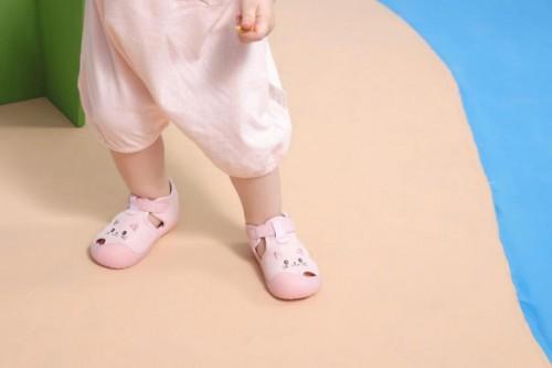 宝宝学步不着急,穿上学步鞋一起学学步三阶段!_育儿_2020-7-31 12:01发布_中享网